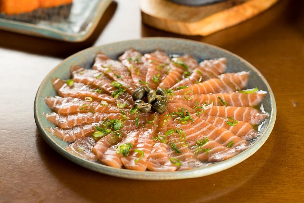 7 pratos com salmão preparados no Djapa